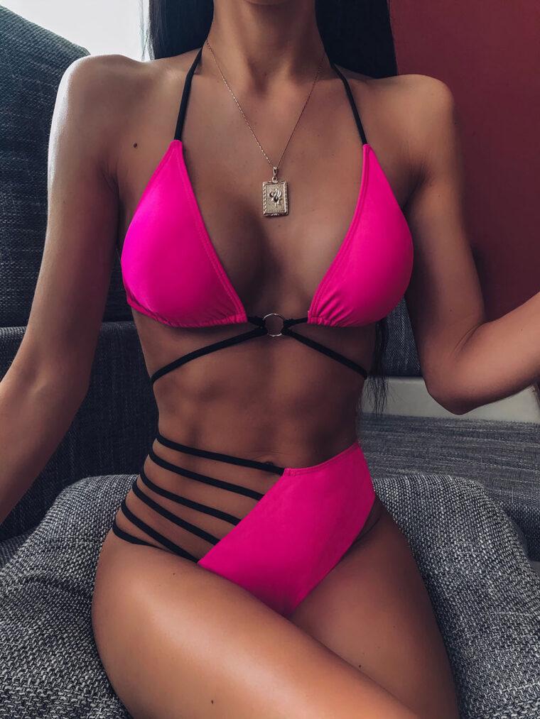 Яркий сексуальный купальник с ассиметричным дизайном - фуксия